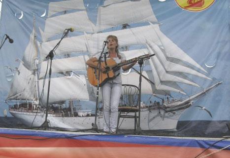 Фестиваль авторской песни Гринландия. Оксана Трубина на сцене