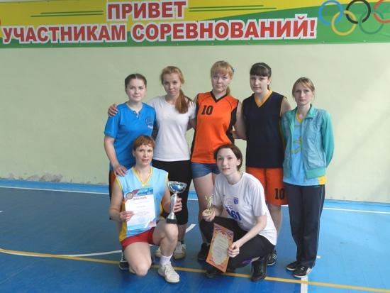Женская команда поселка Маромица