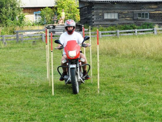 Фигурное вождение мотоцикла