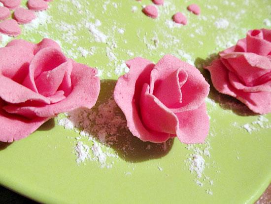 Роза из сахарной мастики