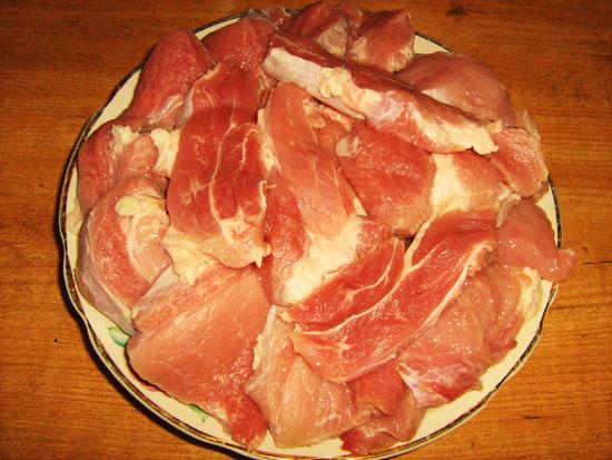 Свинина с грибами, помидорами и сыром