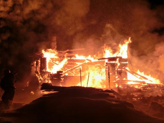 Пожар в поселке Вазюк