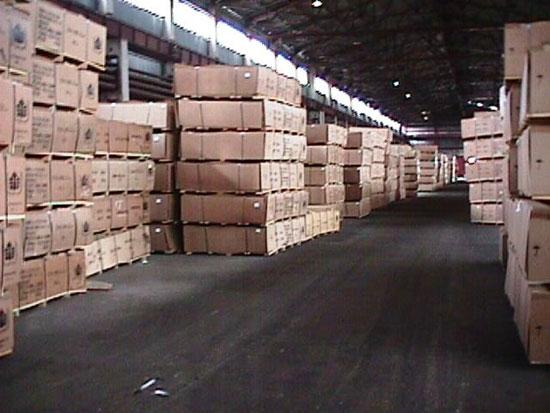 Склад готовой продукции Княжпогостского завода древесно-волокнистых плит - одного из крупнейших в Европе и самого крупного предприятия в этой отрасли в Республике Коми