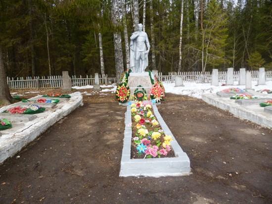 Воинское кладбище в Опарино