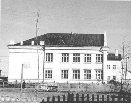 Здание,-где-располагалось-Управление-Печорлага,-ныне-СОШ№49