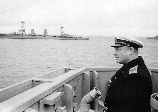 Адмирал Николай Герасимович Кузнецов на одном из боевых кораблей