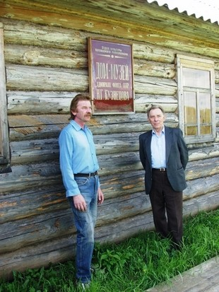 Строители дома музея Николай Александрович Стрельцов (слева) и Николай Николаевич Вирячев