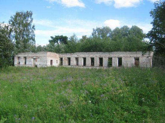 Последний объект Николаевского Прилуцкого монастыря – разрушенные стены Николаевской церкви