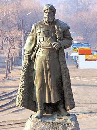 Памятник Хабарову в Хабаровске