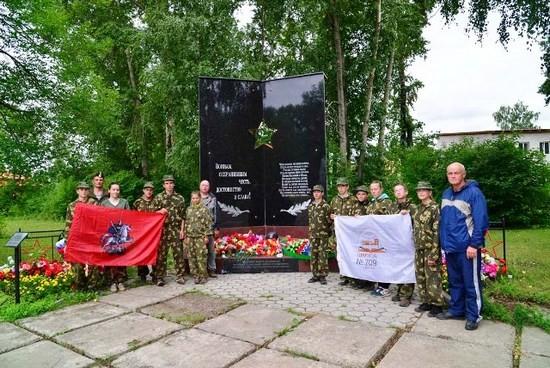 Наша команда у памятника котласским  воинам-интернационалистам