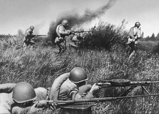 Пехота идет в наступление
