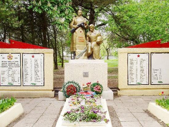 Памятник павшим в селе Садовое