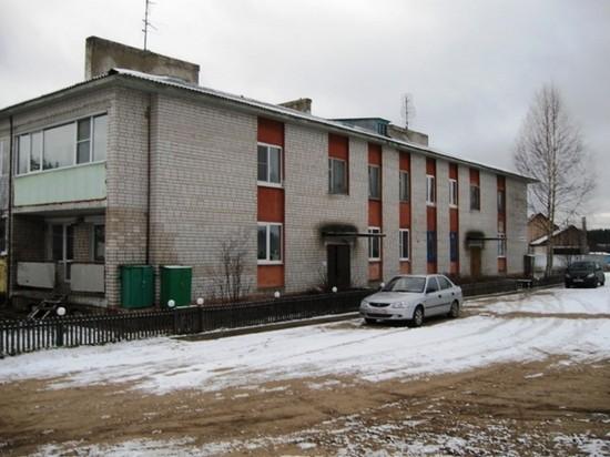 В этом доме живут работники радиорелейной  станции