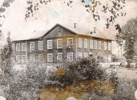 Красносельская школа, в которой училась Нина Васильевна Пономарева-Русанова.