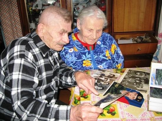 Фото ветеранов труда вазюкчан Августа Филипповича и Зинаиды Григорьевны Кокориных