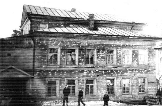 Таким нам удалось увидеть здание бывшей Шабурской школы в Заполье, где проходило становление педагога Нины Васильевны Пономаревой-Русановой и где Кокоулины старшие мужали в труде
