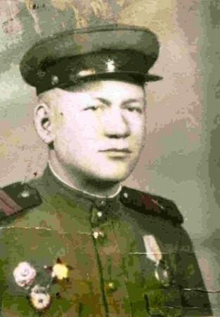 Младший сержант Афанасий Дмитриевич Шишмаков из Кузюка, артиллерист и механизатор