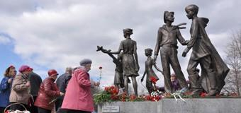 Мемориальные памятники героям