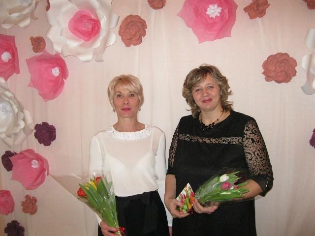 Глава города Елена Ковалева (слева) и Вера Бильдина (справа)