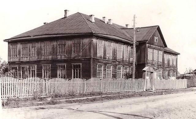 Опаринская школа (вид с улицы)