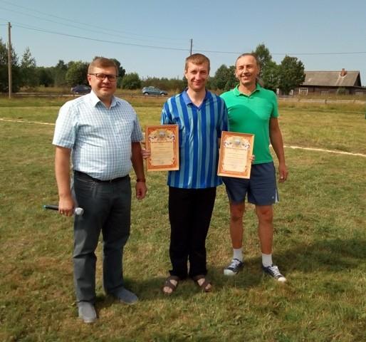 11 августа на стадионе поселка Опарино прошли спортивные мероприятия, посвященные Дню физкультурника