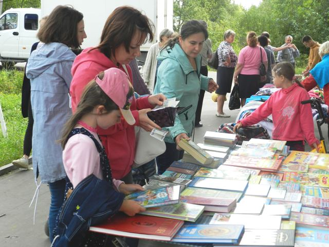 В Опарино прошла традиционная школьная ярмарка