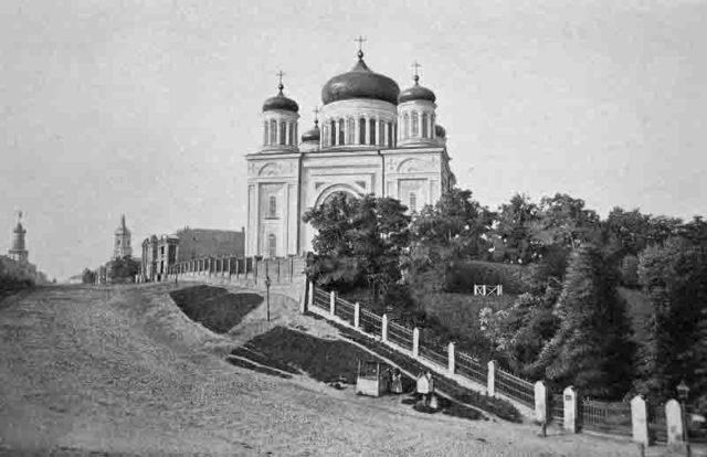На снимке: первая на Руси каменная церковь – Десятинная.