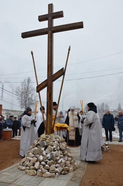 Поклонный крест в ЛИУ-12