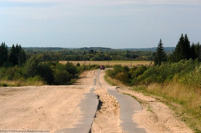 На снимке: вот она дорога на Лальск.