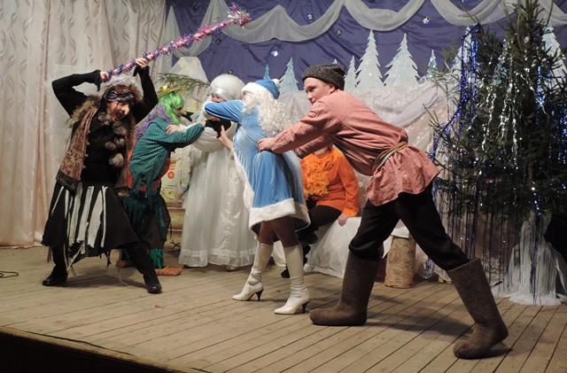 Сказочное представление в Маромицком Доме культуры