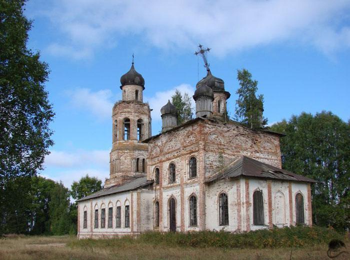 На снимке: Иоанно-Предтеченская церковь в Аксеновской.
