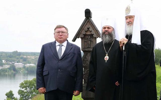 На снимке: патриарх Всея Руси Кирилл любуется пейзажами старинного Плёса