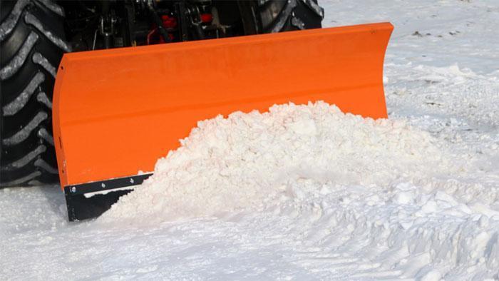 Трактор. Уборка снега