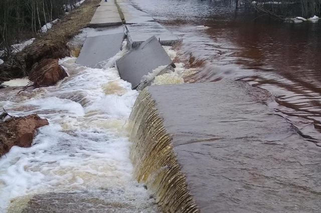 Размытие дороги в Опаринском районе