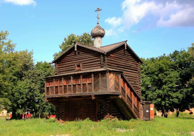 На снимке: церковь Михаила Архангела из Крестовоздвиженского Слободского монастыря.