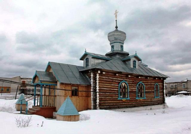 На снимке: церковь во имя святителя Николая Мирликийского в исправительно-трудовой колонии в поселке Северный.