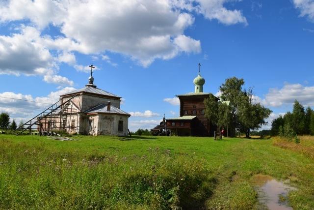 На снимке: Никольская церковь Верхомоломского Спасского монастыря.
