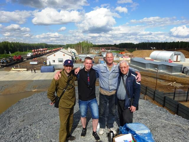 На снимке: за нами панорама начала строительства полигона для приема московского мусора на станции Шиес, которое нам удалось приостановить.
