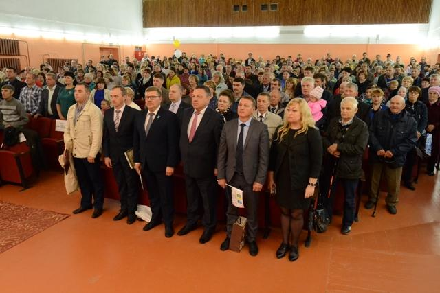 На снимке: звучит гимн Российской Федерации.