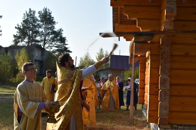 На снимке: обряд освящения здания храма святителя Луки