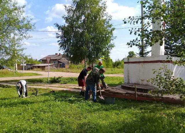 Общепоселковые субботники в поселке Опарино