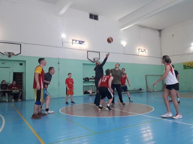 2 ноября прошел первый этап XII спартакиады Опаринского района. В спортзале ДЮСШ пгт Опарино прошли три вида соревнований: настольный теннис, дартс, баскетбол.