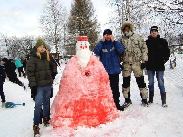 Выросли снежные фигуры