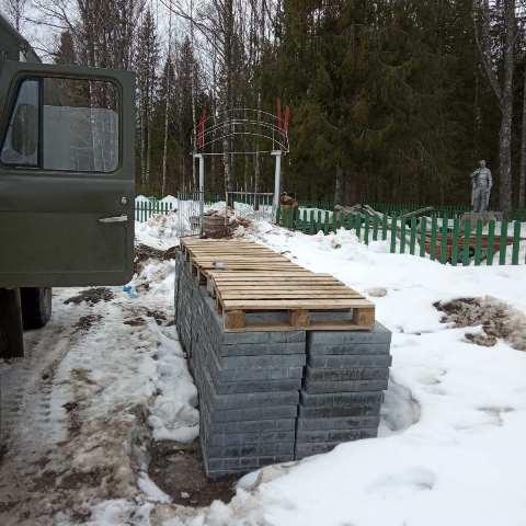 Работы на воинском кладбище поселка Опарино