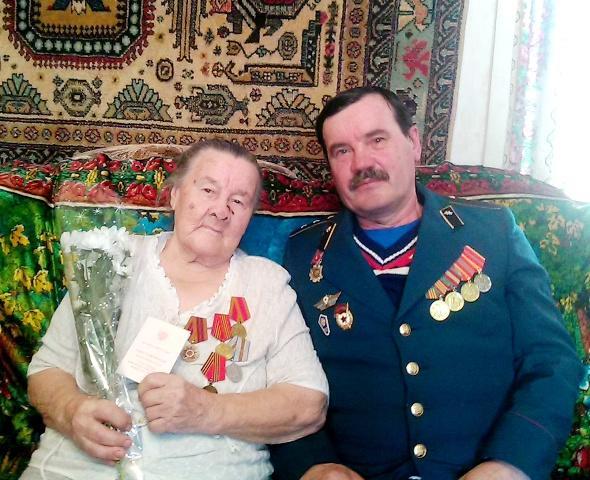 Смышляева Анна Сергеена с сыном Александром Ивановичем
