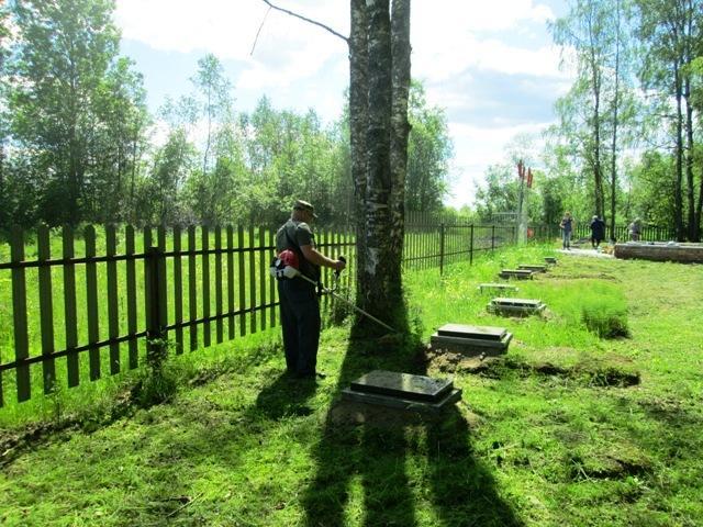 Шефство над воинским захоронением в Опарино