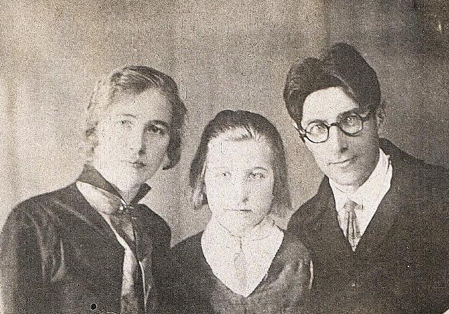 Фото Агнии, Нади (Дины) и Никанора
