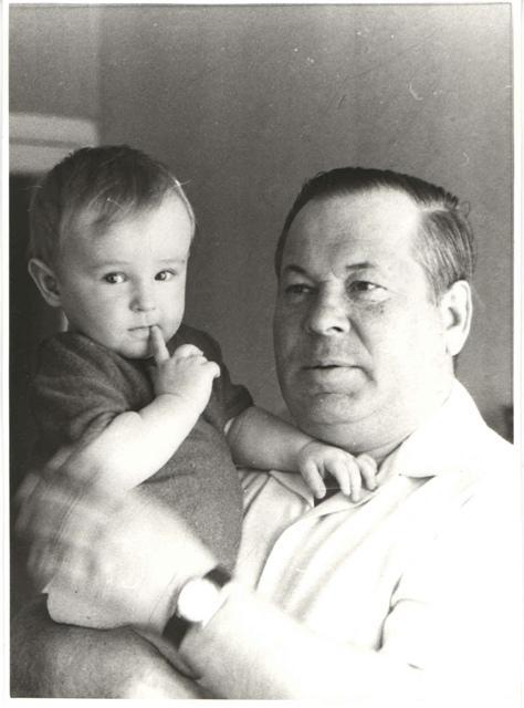 Фото Павла Кабанова с внуком Сергеем, который и поведал нам семейную историю.