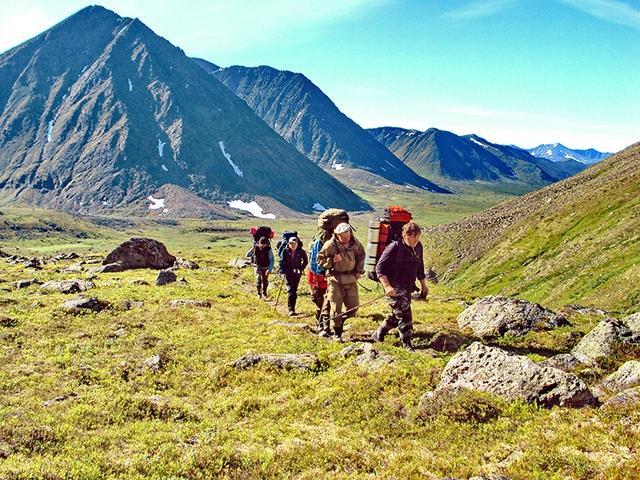 ещё один отряд альпинистов прокладывает свой маршрут на Приполярном Урале