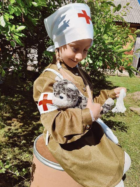 В наряде медсестры Юля